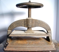 Cast iron bookpress